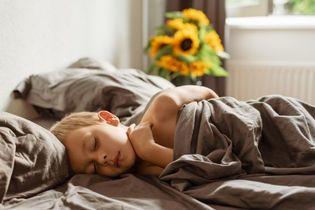 poduszka ergonomiczna a poduszka tradycyjna – czym się różnią?