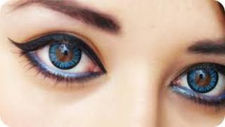 Kolorowe soczewki a suchość oka?