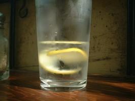 Cytryna + woda? 6 właściwości, które sprawiają, że będziecie zdrowsi