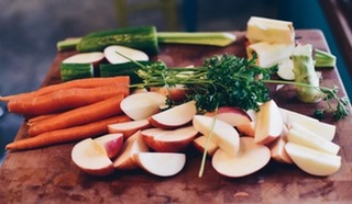 Czy rzeczywiście powinniśmy jeść pięć porcji warzyw i owoców dziennie?