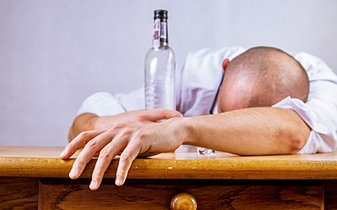 Jak zmniejszyć nieprzyjemne objawy alkoholowego upojenia?