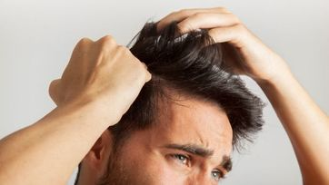 Jak walczyć z łuszczycą na głowie?