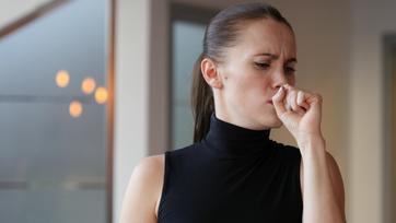 Kaszel, ból gardła, świszczący oddech - jak rozpoznać i leczyć zapalenie tchawicy?