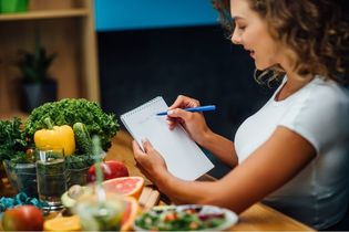 Jak zmienić dietę, by pozbyć się wzdęć?